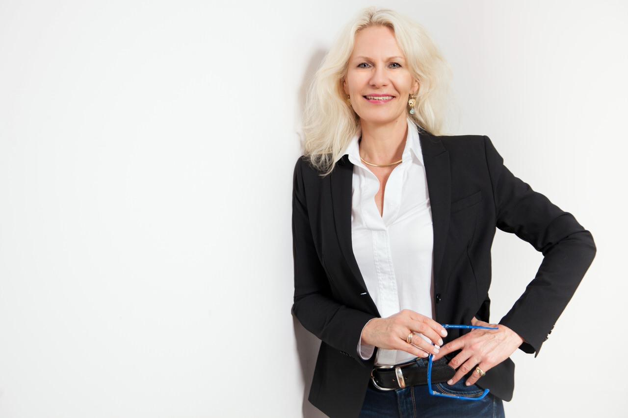 Business Portrait Geschäftsfrau weisser Hintergrund