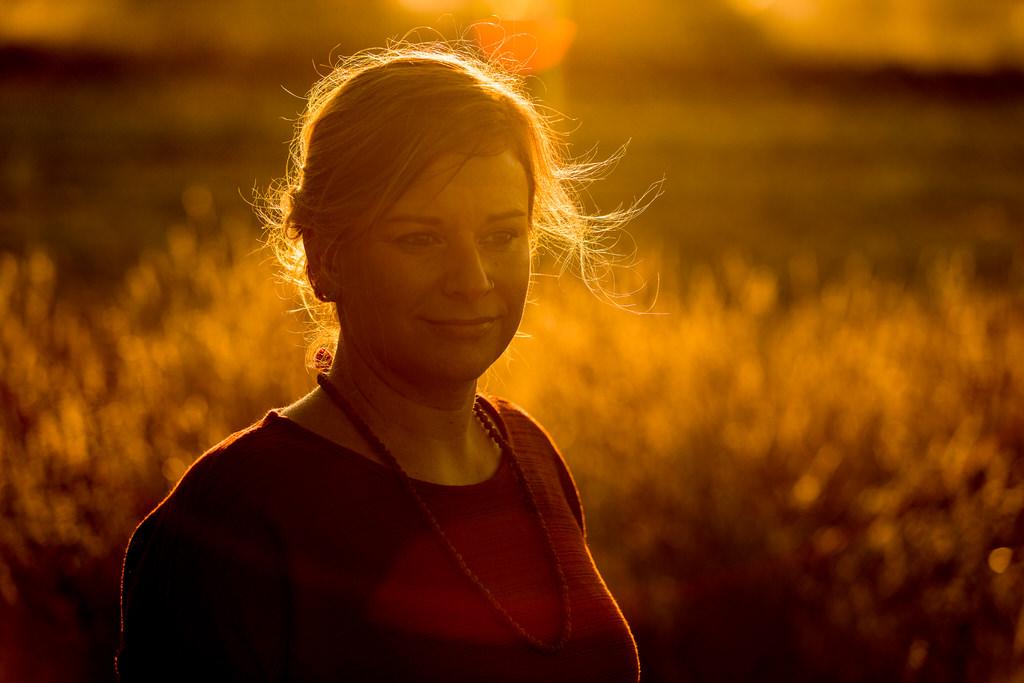 Portrait bei Sonnenuntergang im Gegenlicht
